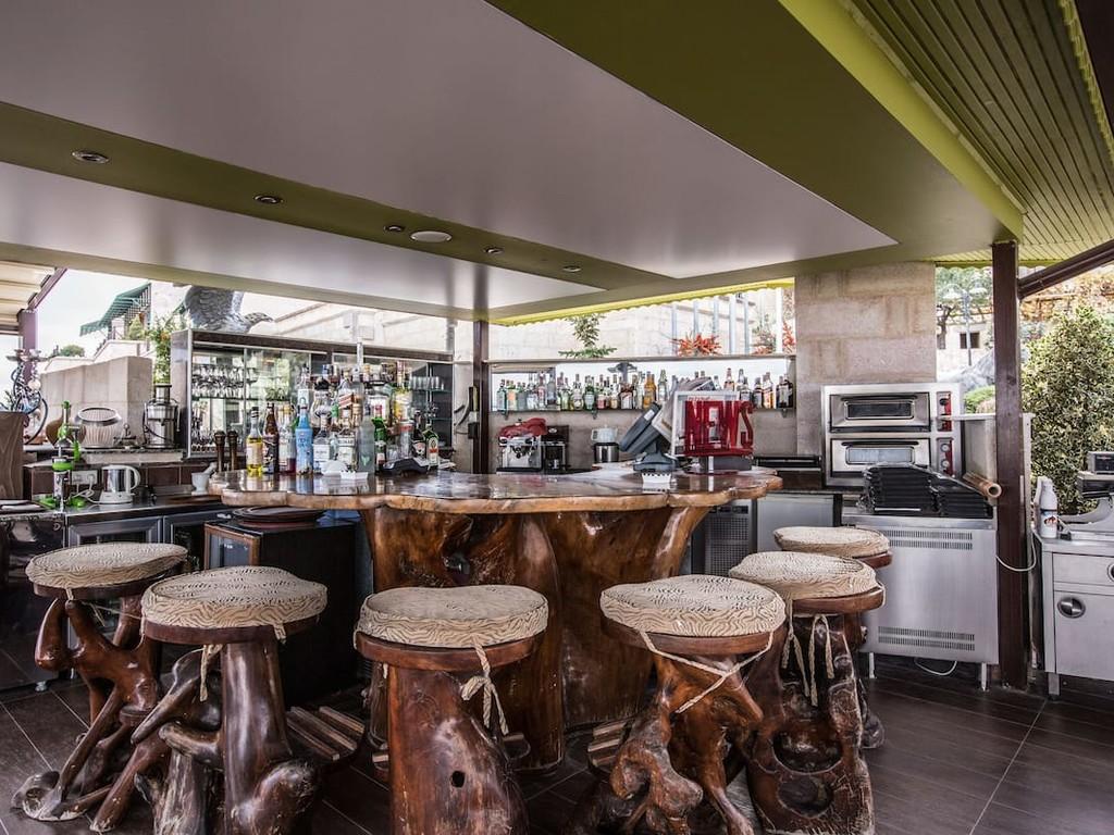 Les Visages Terrace Bar & Bistro