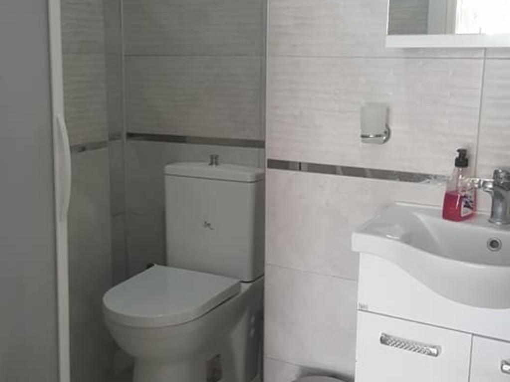 iki kişilik şehir mazaralı daire banyo