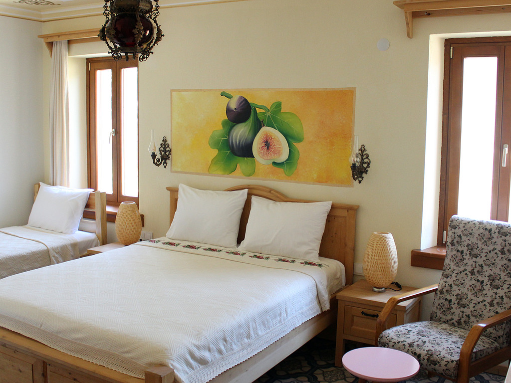 Deluxe Fig Room for 3 Persons