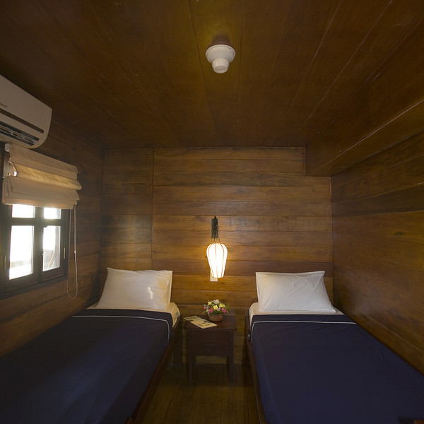 Twin-bedded cabin along Cai Be - Can Tho