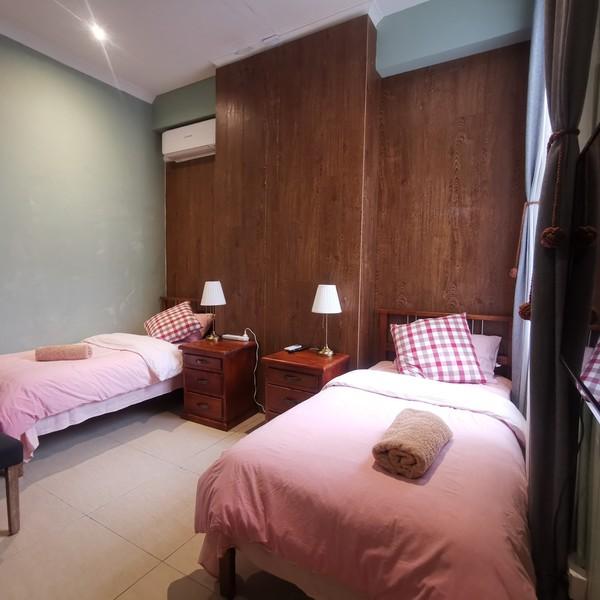 1x Queen Sized Bedroom + Bathroom