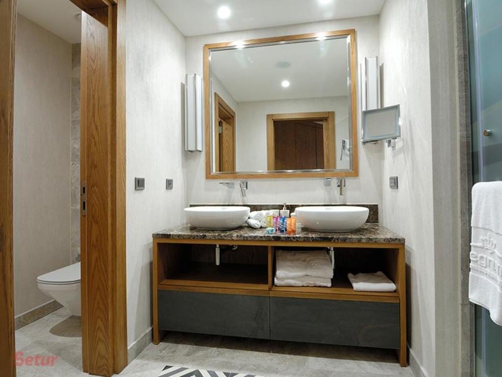 Bathroom Regnum Escana Boutique Hotel